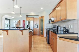 Photo 10: 119 CRESTMONT Drive SW in Calgary: Crestmont Detached for sale : MLS®# C4205113