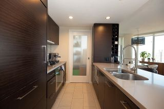 """Photo 13: 2203 833 HOMER Street in Vancouver: Downtown VW Condo for sale in """"Atelier on Robson"""" (Vancouver West)  : MLS®# R2590553"""