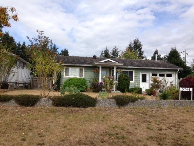 Main Photo: 5744 MERMAID Street in Sechelt: Sechelt District House for sale (Sunshine Coast)  : MLS®# R2104451