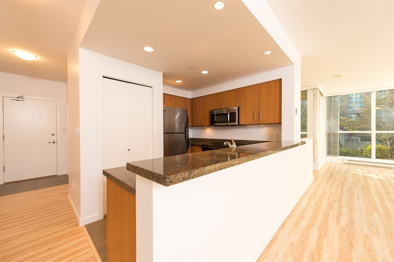 """Main Photo: 206 189 NATIONAL Avenue in Vancouver: Mount Pleasant VE Condo for sale in """"THE SUSSEX"""" (Vancouver East)  : MLS®# R2018042"""