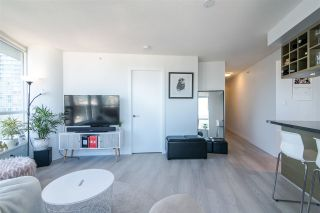 "Photo 2: 2811 833 SEYMOUR Street in Vancouver: Downtown VW Condo for sale in ""CAPITOL RESIDENCE"" (Vancouver West)  : MLS®# R2357159"