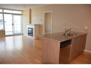 """Photo 8: 3205 898 CARNARVON Street in New Westminster: Downtown NW Condo for sale in """"AZURE 1 @ PLAZA 88"""" : MLS®# V1078443"""