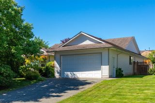 Photo 1: 679 Cooper St in Campbell River: CR Willow Point House for sale : MLS®# 879512