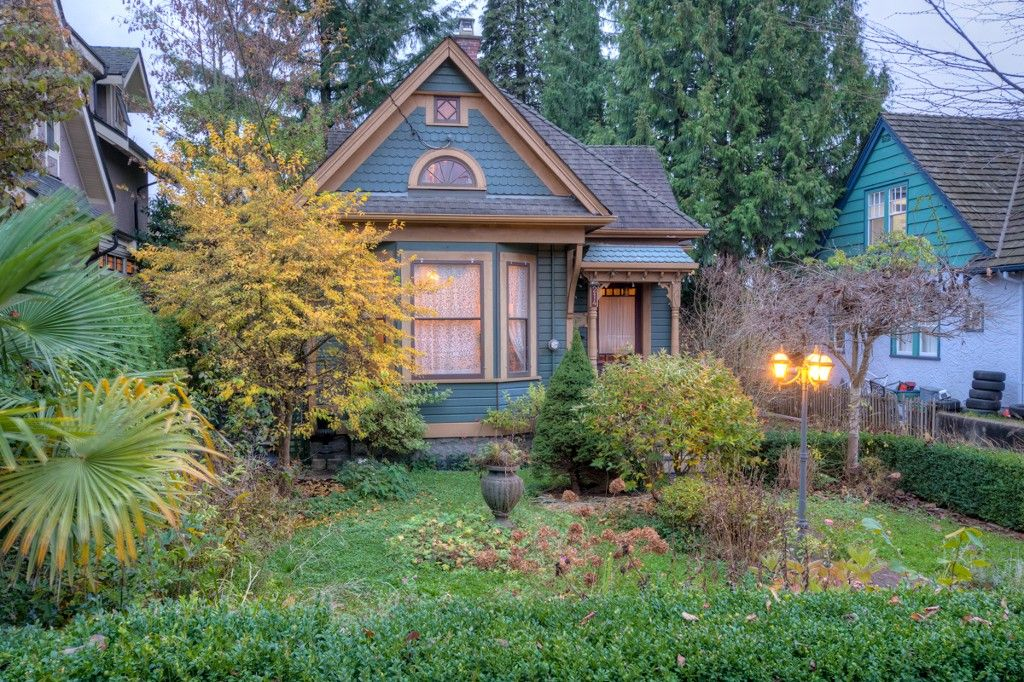"""Photo 96: Photos: 214 FOURTH Avenue in New Westminster: Queens Park House for sale in """"QUEENS PARK"""" : MLS®# R2136258"""