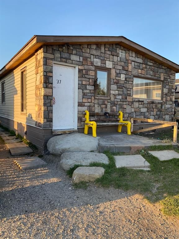 Main Photo: 37 2787 86 Avenue SE in Calgary: Foothills Mobile for sale : MLS®# A1099324