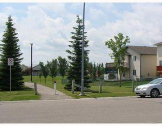 Photo 2: 135 APPLEGLEN Park SE in CALGARY: Applewood Residential Detached Single Family for sale (Calgary)  : MLS®# C3386324