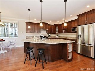 Photo 7: 2190 Stone Gate in VICTORIA: La Bear Mountain House for sale (Langford)  : MLS®# 742142
