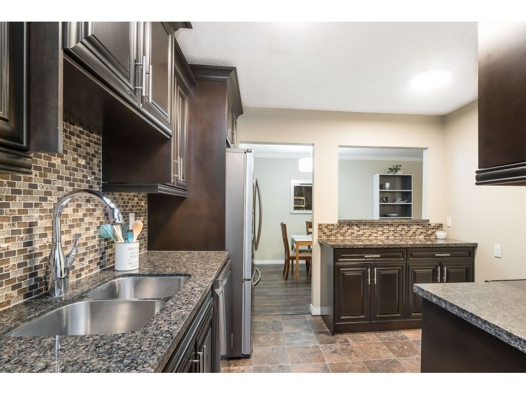 """Photo 2: Photos: 113 33400 BOURQUIN Place in Abbotsford: Central Abbotsford Condo for sale in """"Bakerview Place"""" : MLS®# R2523982"""