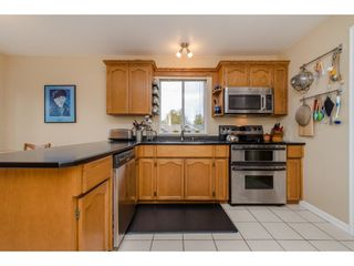 Photo 3: 32737 NANAIMO Close in Abbotsford: Central Abbotsford House for sale : MLS®# R2117570