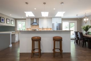 Photo 2: 1638 LYNN VALLEY Road in North Vancouver: Lynn Valley House for sale : MLS®# R2297477