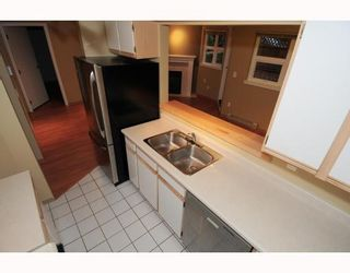 """Photo 7: 105 1515 E 6TH Avenue in Vancouver: Grandview VE Condo for sale in """"WOODLAND TERRACE"""" (Vancouver East)  : MLS®# V745517"""