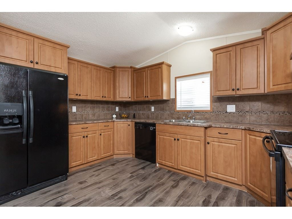 "Photo 9: Photos: 4B 26892 FRASER Highway in Langley: Aldergrove Langley Manufactured Home for sale in ""Aldergrove Mobile Home Park"" : MLS®# R2435612"