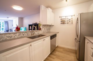 """Photo 2: 301 5577 SMITH Avenue in Burnaby: Central Park BS Condo for sale in """"COTTONWOOD GROVE"""" (Burnaby South)  : MLS®# R2601531"""