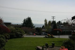 Photo 2: 206 14957 THRIFT AVENUE in Whitecliff by the sea: White Rock Home for sale ()  : MLS®# R2258611