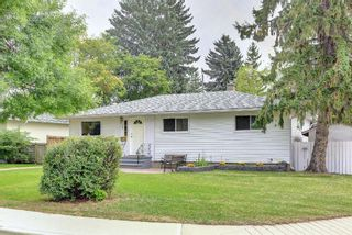 Photo 2: 90 Hounslow Drive NW in Calgary: Highwood Detached for sale : MLS®# A1145127