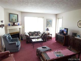 Photo 2: 410 1715 richmond Ave in VICTORIA: Vi Jubilee Condo for sale (Victoria)  : MLS®# 703475