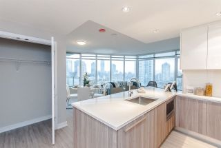 Photo 12: 2204 4900 LENNOX Lane in Burnaby: Metrotown Condo for sale (Burnaby South)  : MLS®# R2224785