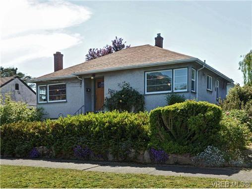 Main Photo: 2544 Shakespeare St in VICTORIA: Vi Oaklands House for sale (Victoria)  : MLS®# 702411