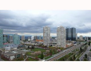 """Photo 9: 1804 4350 BERESFORD Street in Burnaby: Metrotown Condo for sale in """"CARLTON ON THE PARK"""" (Burnaby South)  : MLS®# V640174"""