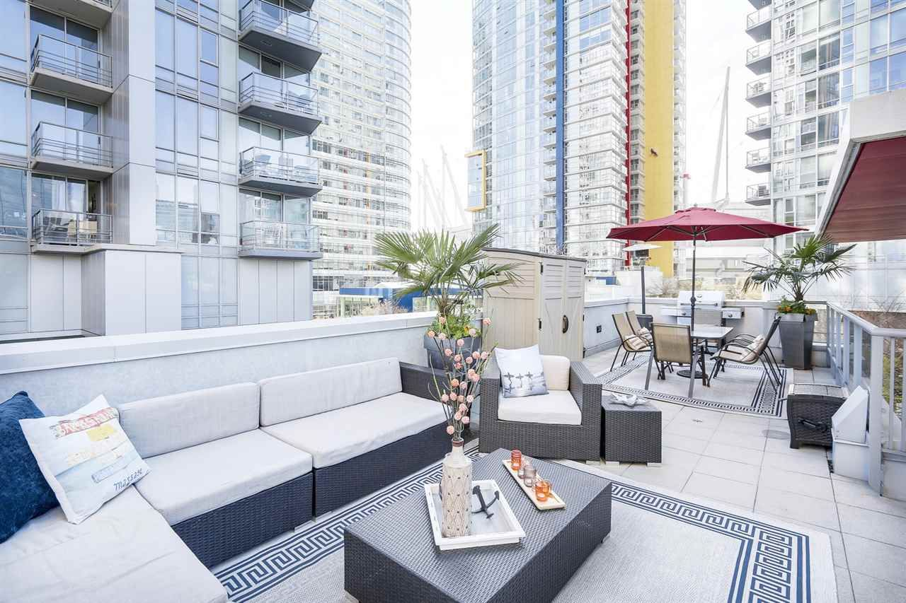 """Main Photo: 133 REGIMENT Square in Vancouver: Downtown VW Townhouse for sale in """"SPECTRUM"""" (Vancouver West)  : MLS®# R2152733"""