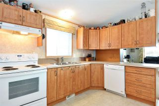 """Photo 6: 38 15875 20 Avenue in Surrey: King George Corridor Manufactured Home for sale in """"Sea Ridge Bays"""" (South Surrey White Rock)  : MLS®# R2375018"""