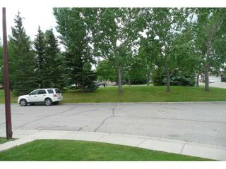 Photo 2: 92 WOODBROOK Close SW in CALGARY: Woodbine Residential Detached Single Family for sale (Calgary)  : MLS®# C3482729