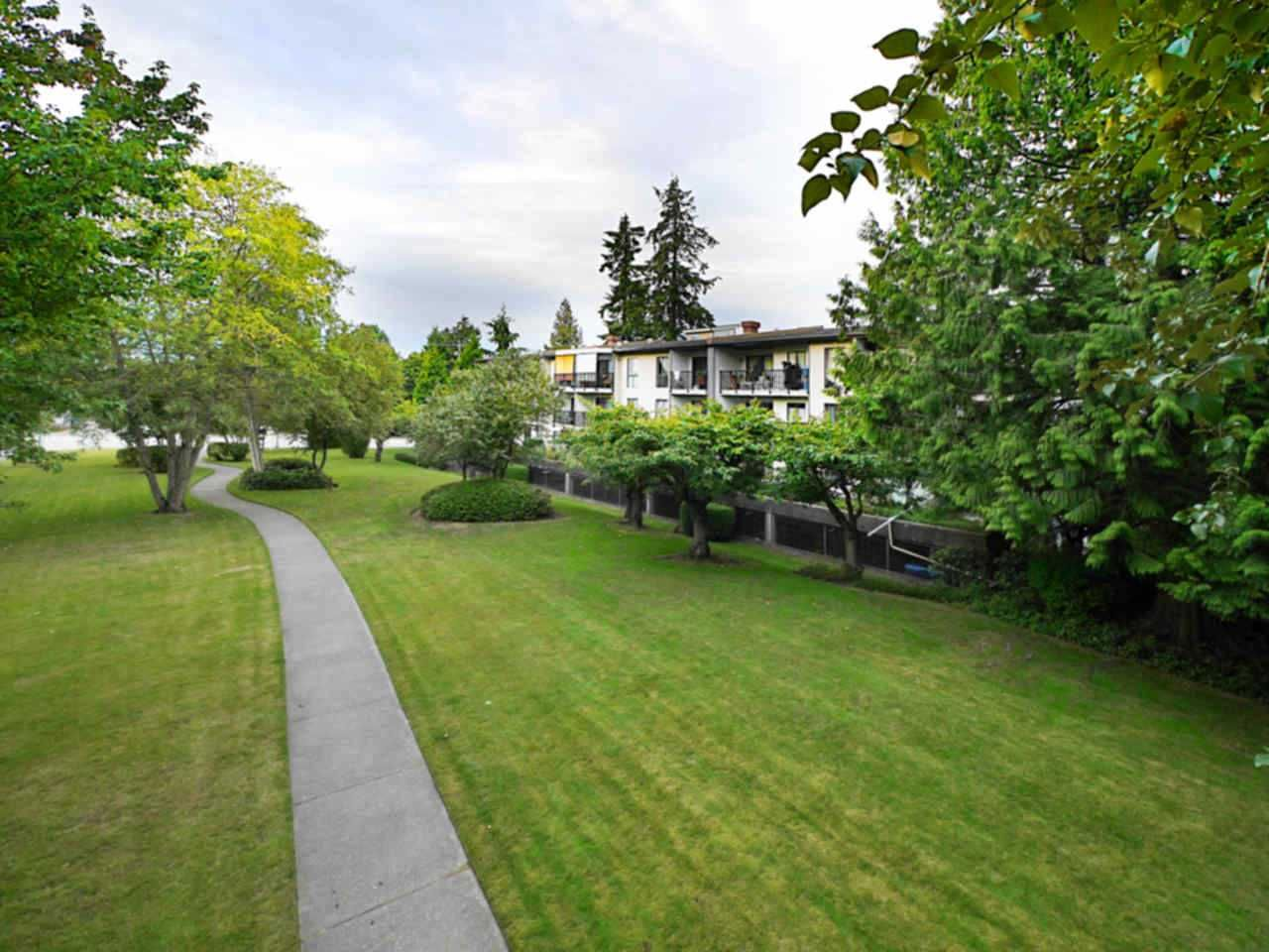 """Photo 6: Photos: 105 9952 149 Street in Surrey: Guildford Condo for sale in """"Tall Timbers"""" (North Surrey)  : MLS®# R2107429"""