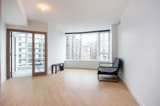 "Photo 2: 1720 68 SMITHE Street in Vancouver: Downtown VW Condo for sale in ""ONE PACIFIC"" (Vancouver West)  : MLS®# R2401692"