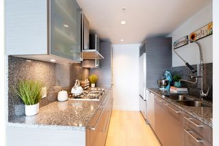 """Photo 11: 2606 1111 ALBERNI Street in Vancouver: West End VW Condo for sale in """"Shangri-La Vancouver"""" (Vancouver West)  : MLS®# R2478466"""