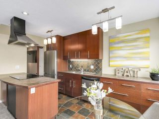 """Photo 1: 204 36 E 14 Avenue in Vancouver: Mount Pleasant VE Condo for sale in """"Rosemont Manor"""" (Vancouver East)  : MLS®# R2166015"""