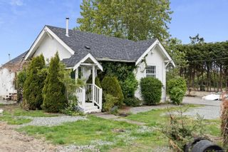 Photo 2: 9338 East Saanich Rd in : NS Airport House for sale (North Saanich)  : MLS®# 874306