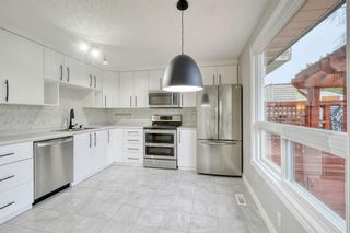 Photo 5: 215 Strathearn Crescent SW in Calgary: Strathcona Park Detached for sale : MLS®# A1146284
