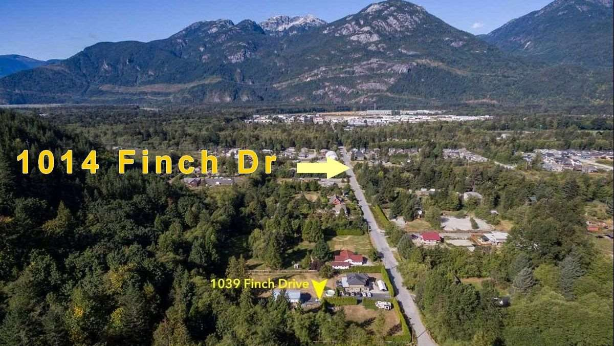 Main Photo: 1014 FINCH Drive in Squamish: Brennan Center House for sale : MLS®# R2497146