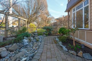 Photo 4: 2 209 Superior St in : Vi James Bay Row/Townhouse for sale (Victoria)  : MLS®# 869310