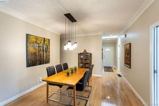 Photo 2: 22 4300 Stoneywood Lane in VICTORIA: SE Broadmead Row/Townhouse for sale (Saanich East)  : MLS®# 816982