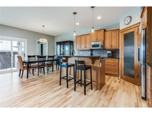 Photo 7: Photos: 46 PRESTWICK Parade SE in Calgary: McKenzie Towne House for sale : MLS®# C4103009