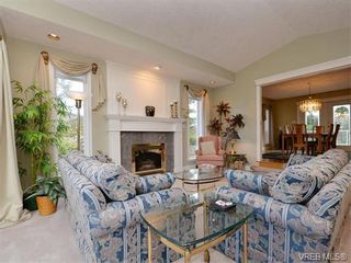 Photo 3: 917 Maltwood Terr in VICTORIA: SE Broadmead House for sale (Saanich East)  : MLS®# 751326