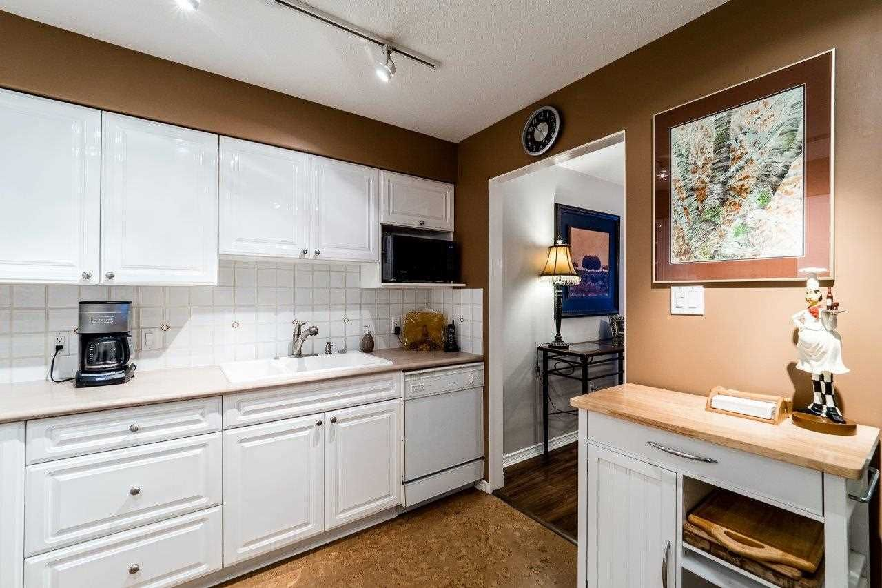 """Photo 4: Photos: 107 1140 STRATHAVEN Drive in North Vancouver: Northlands Condo for sale in """"Strathaven"""" : MLS®# R2131232"""