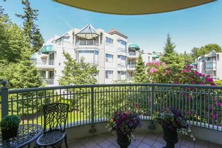 """Photo 12: 207 1725 MARTIN Drive in Surrey: Sunnyside Park Surrey Condo for sale in """"Southwynde by Bosa Construction"""" (South Surrey White Rock)  : MLS®# R2589196"""