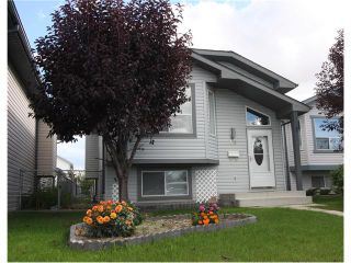 Photo 1: 15 APPLEMEAD Court SE in Calgary: Applewood Park House for sale : MLS®# C4108837
