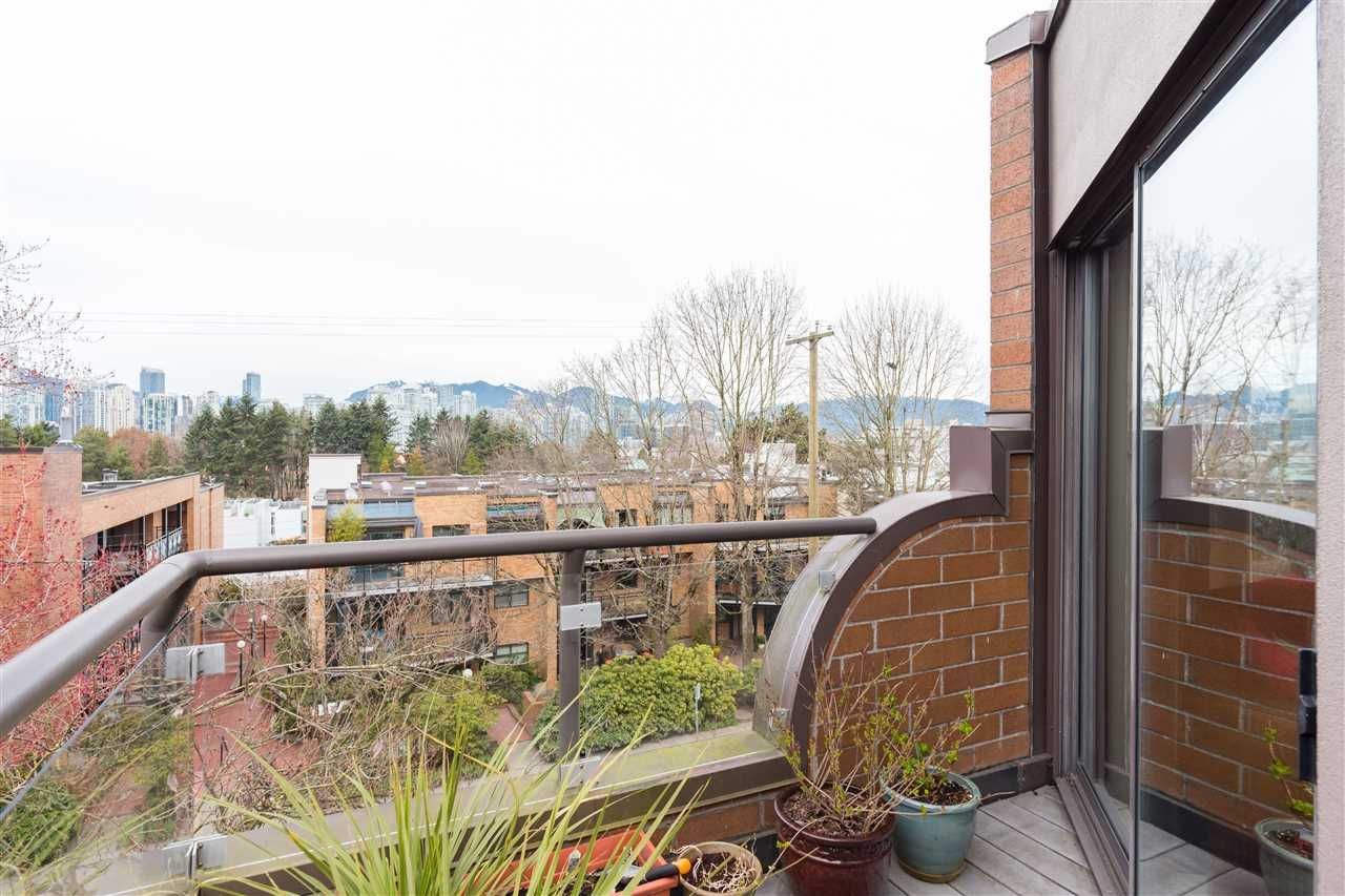 Main Photo: 7 766 W 7TH AVENUE in Vancouver: Fairview VW Townhouse for sale (Vancouver West)  : MLS®# R2366138