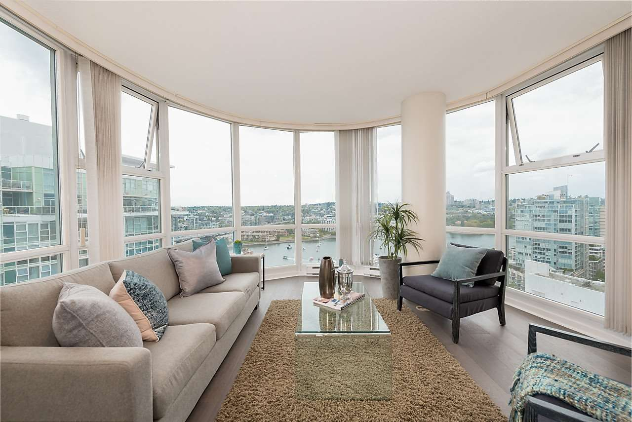 "Photo 1: Photos: 2508 193 AQUARIUS Mews in Vancouver: Yaletown Condo for sale in ""MARINASIDE RESORT RESIDENCES"" (Vancouver West)  : MLS®# R2106066"