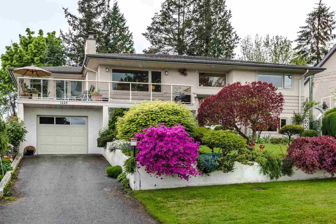 Main Photo: 1225 PARKER Street in Surrey: White Rock House for sale (South Surrey White Rock)  : MLS®# R2166502