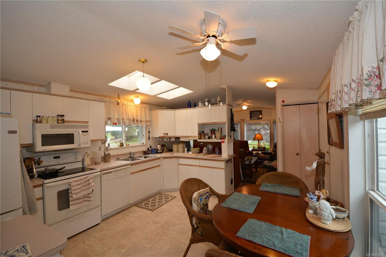 Photo 8: Photos: 15 7109 West Coast Rd in : Sk John Muir Manufactured Home for sale (Sooke)  : MLS®# 858220