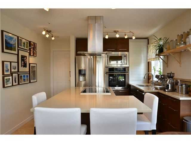 Main Photo: # 401 245 ST DAVIDS AV in North Vancouver: Lower Lonsdale Condo for sale : MLS®# V995637
