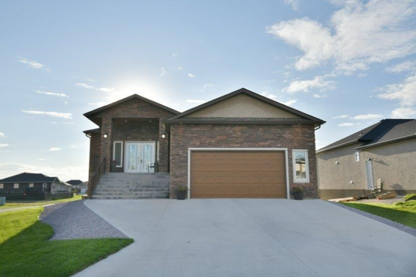 Main Photo: 2 TOWLER Way: Oakbank Residential for sale (R04)  : MLS®# 202107448
