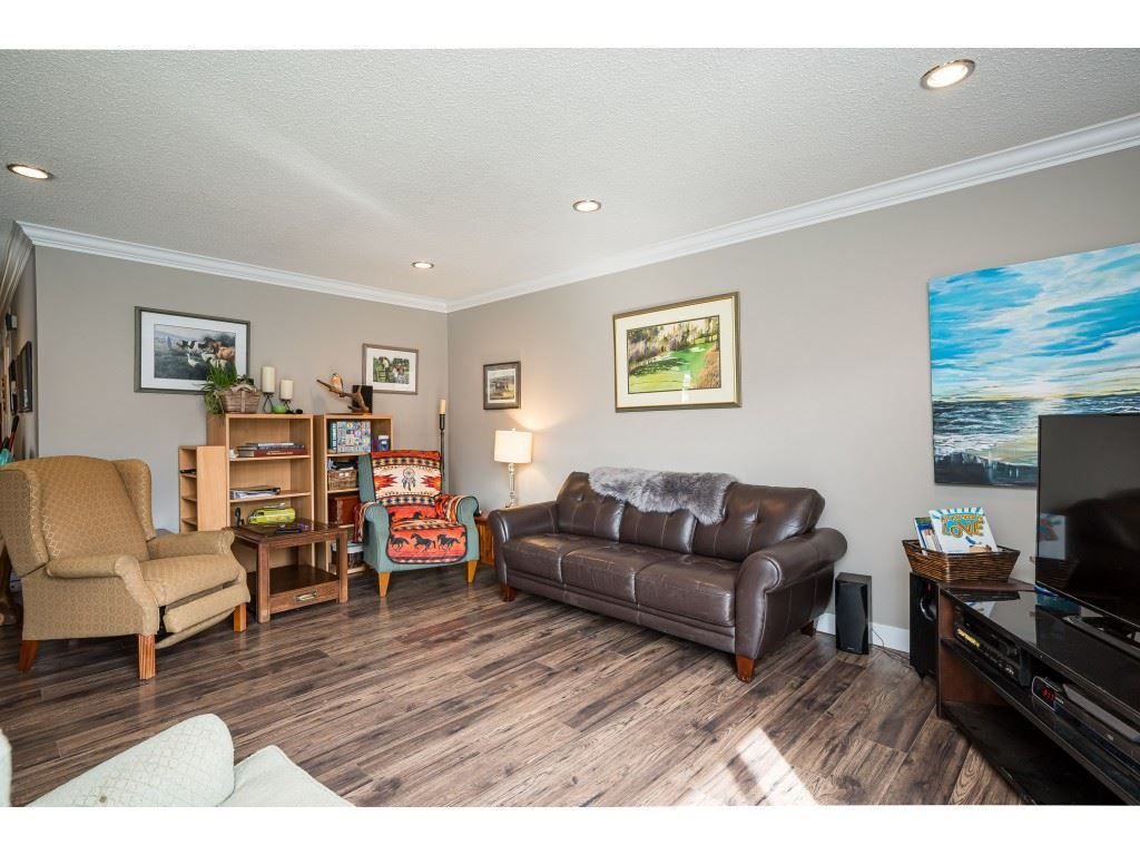 Photo 5: Photos: 20305 50 AVENUE in Langley: Langley City House for sale : MLS®# R2561802
