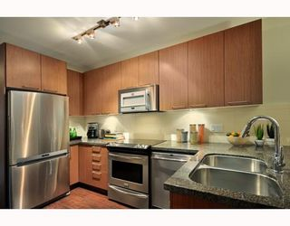 """Photo 6: 203 2008 E 54TH Avenue in Vancouver: Fraserview VE Condo for sale in """"CEDAR 54"""" (Vancouver East)  : MLS®# V798587"""