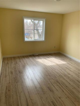 Photo 3: 435 Alfred Avenue in Winnipeg: Point Douglas Residential for sale (4A)  : MLS®# 202110512