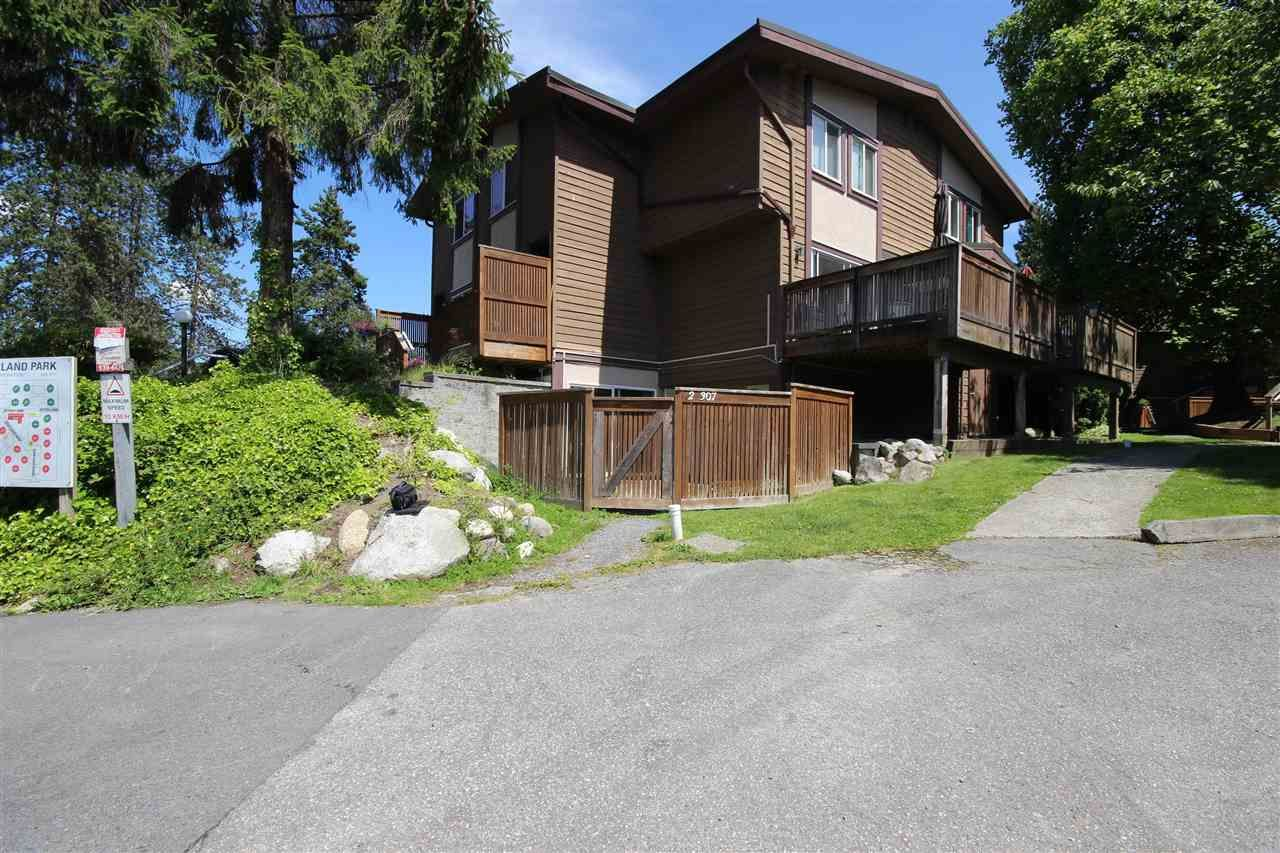 """Main Photo: 2 307 HIGHLAND Way in Port Moody: North Shore Pt Moody Townhouse for sale in """"Highland Park"""" : MLS®# R2590615"""